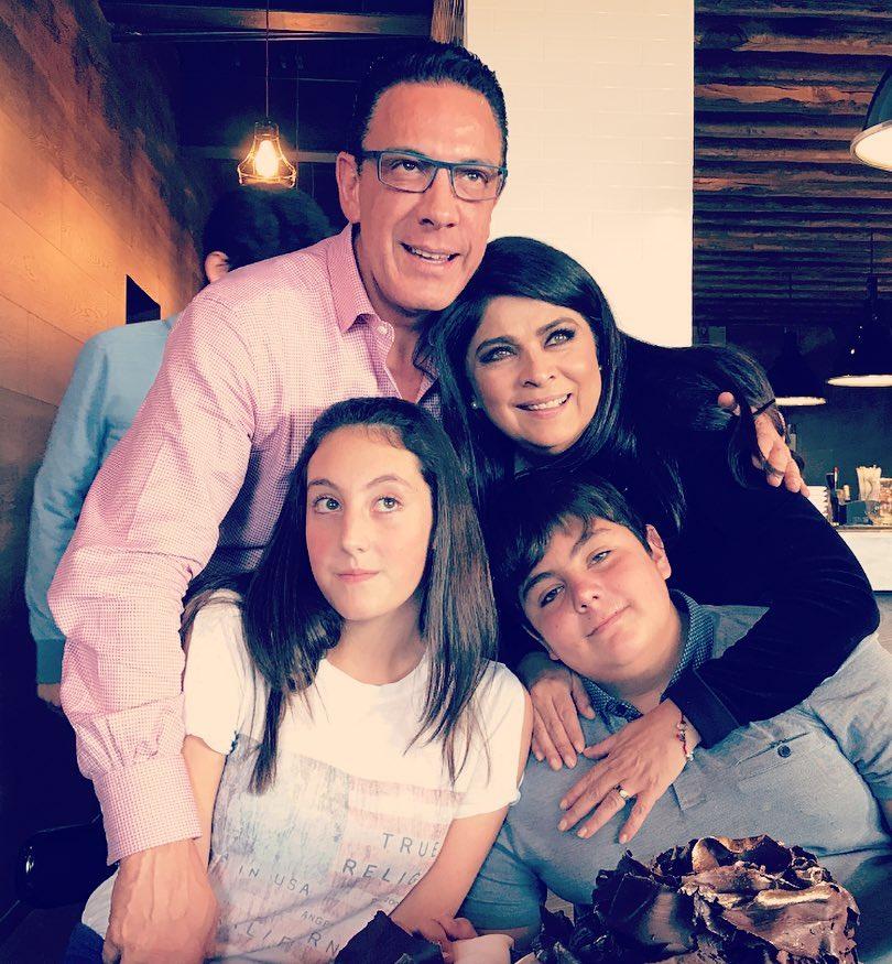 Виктория Руффо с мужем и детьми