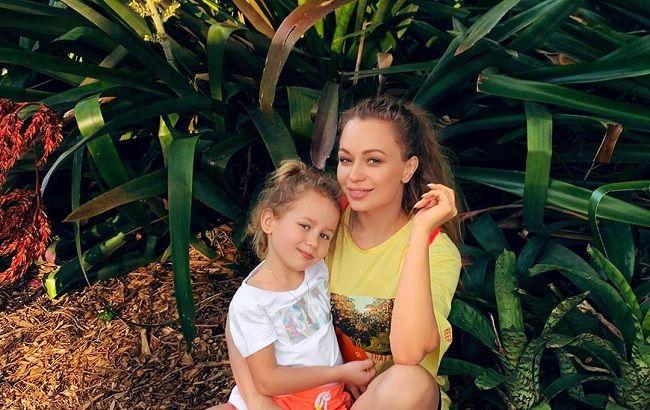 «Летайте на крыльях»: Яна Соломко показала, как отдыхает с дочкой