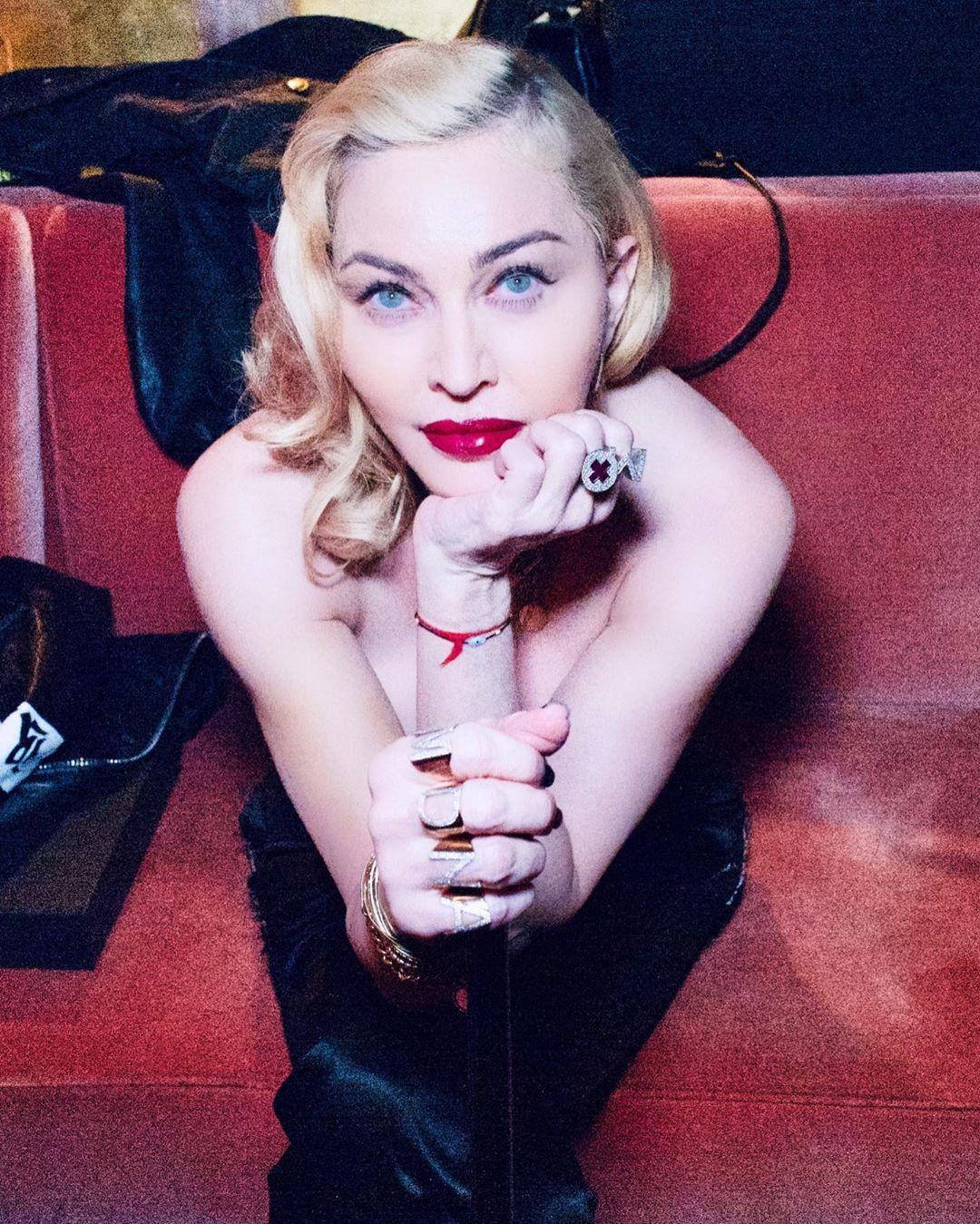 Мадонна передала миллион долларов на разработку вакцины от коронавируса